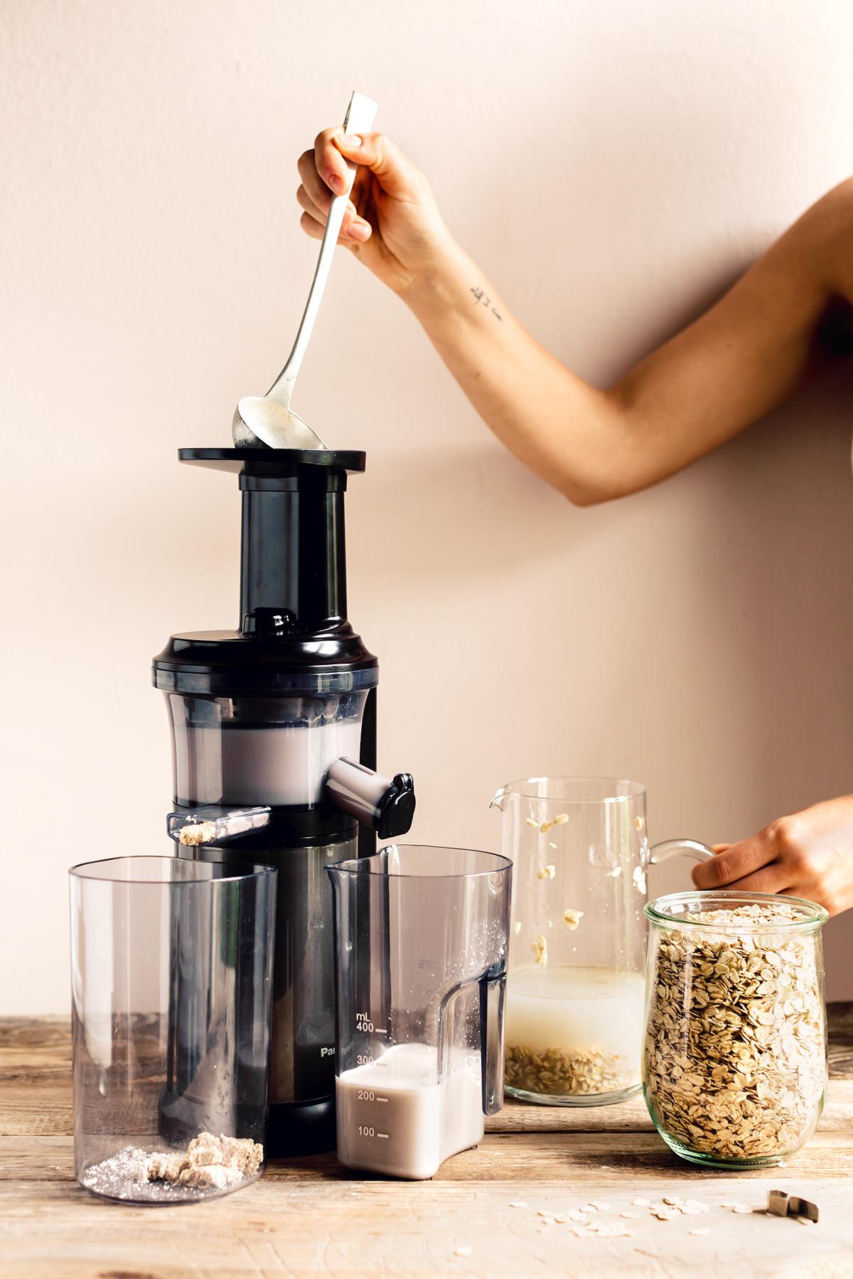 come preparare il latte di avena fatto in casa con estrattore how to make homemade oat milk recipe vegan glutenfree nutfree