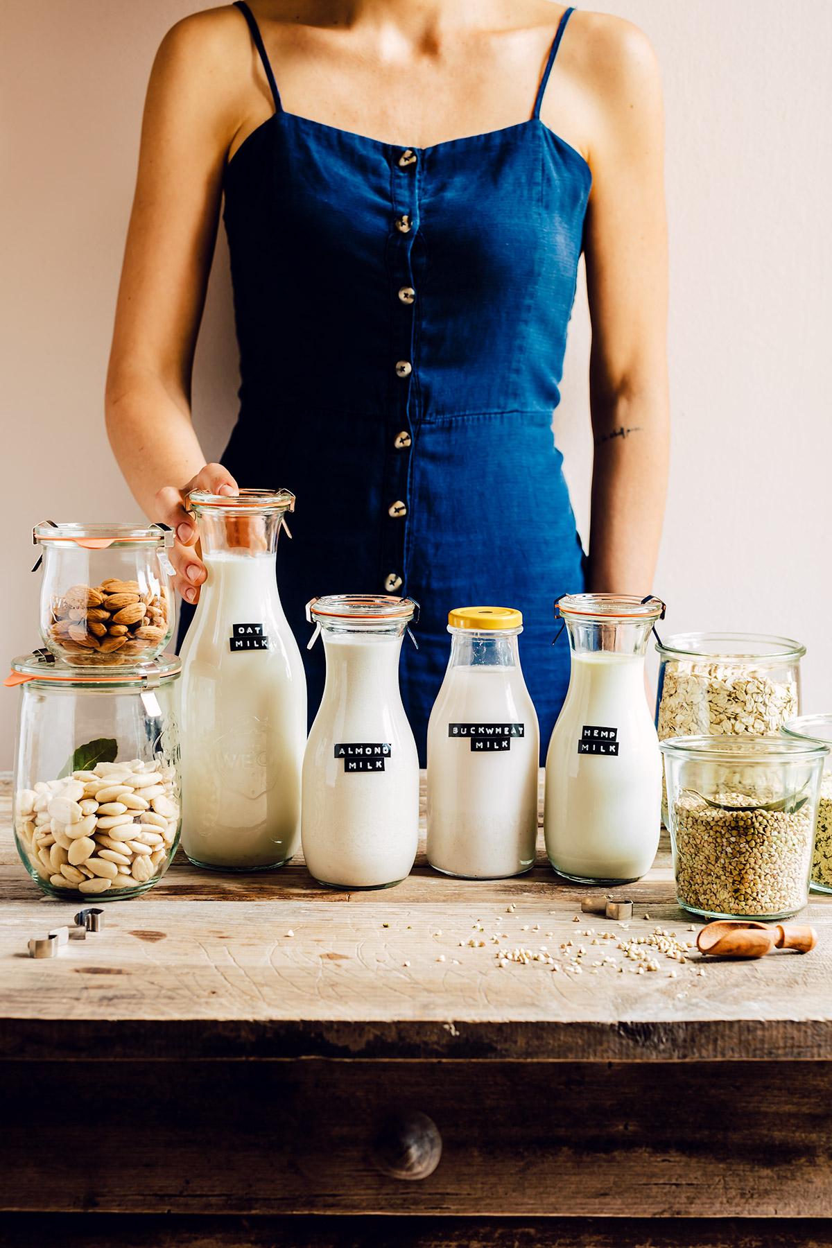 how to make homemade OAT MILK almond milk recipe vegan glutenfree nutfree come preparare il latte di avena fatto in casa latte di mandorle