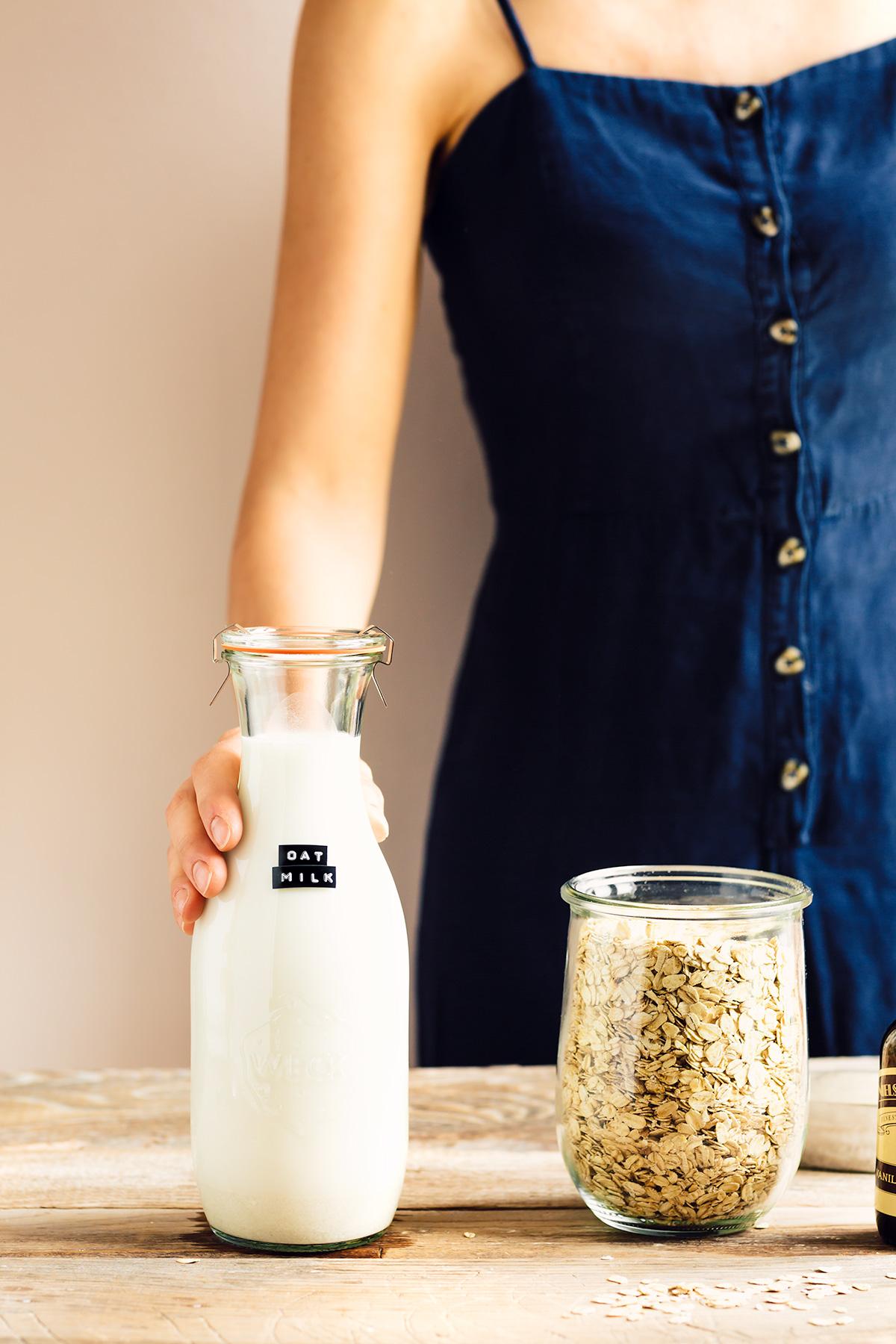 how to make homemade OAT MILK recipe vegan glutenfree nutfree come preparare il latte di avena fatto in casa con estrattore senza glutine senza lattosio