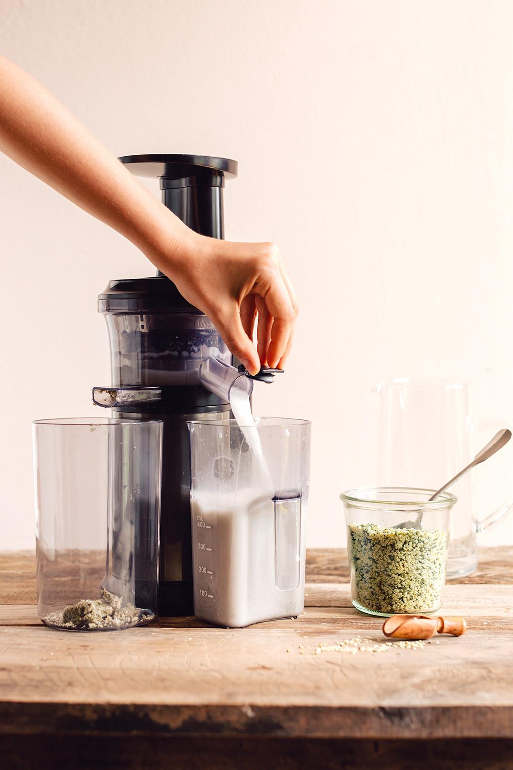 how to make vegan glutenfree HEMP MILK recipe dairyfree come fare il LATTE DI CANAPA fatto in casa ricetta facile veloce 2 ingredienti ricco di proteine senza glutine senza lattosio