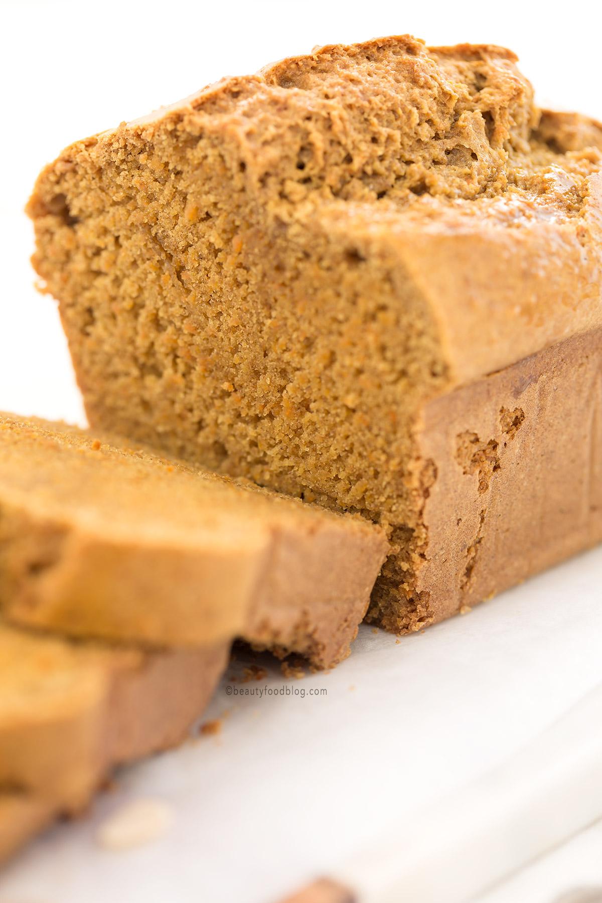 wholemeal spelt vegan carrot almond loaf cake - plumcake vegan alle carote e mandorle di farro integrale