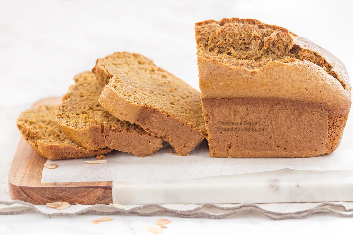 wholemeal spelt vegan carrot almond loaf cake recipe - plumcake vegan alle catote e mandorle di farro integrale