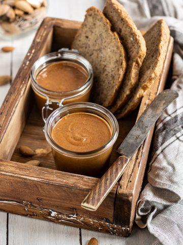 Homemade activated ALMOND BUTTER recipe breakfast idea #vegan ricetta BURRO di MANDORLE attivate disidratate fatto in casa idea colazione