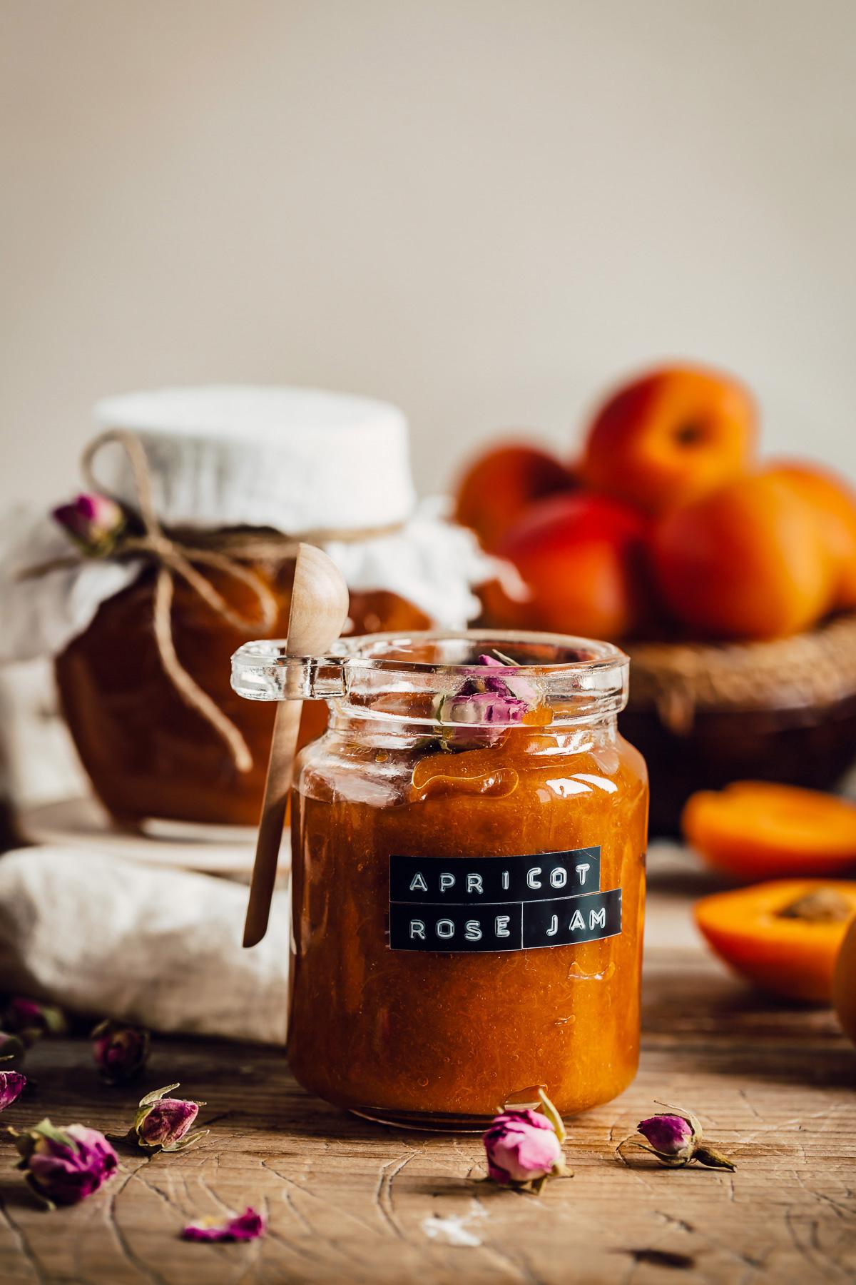 Vegan refined sugar free APRICOT JAM recipe with maple syrup and Damascena Rose ricetta CONFETTURA di ALBICOCCHE e sciroppo d acero alle rose di Damasco senza zucchero raffinato