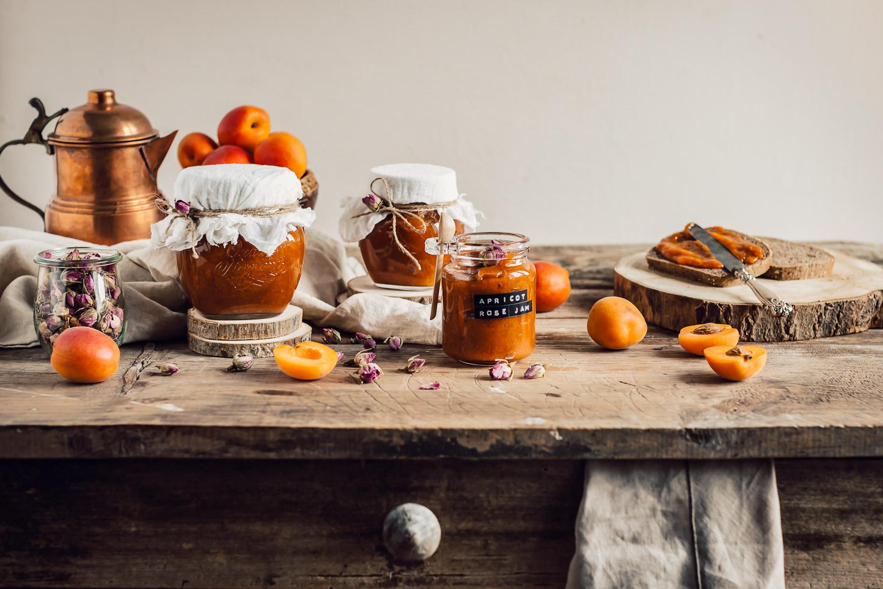 refined sugar free APRICOT JAM recipe with maple syrup and Damascena Rose infused tea ricetta CONFETTURA di ALBICOCCHE e sciroppo d acero alle rose di Damasco senza zucchero raffinato