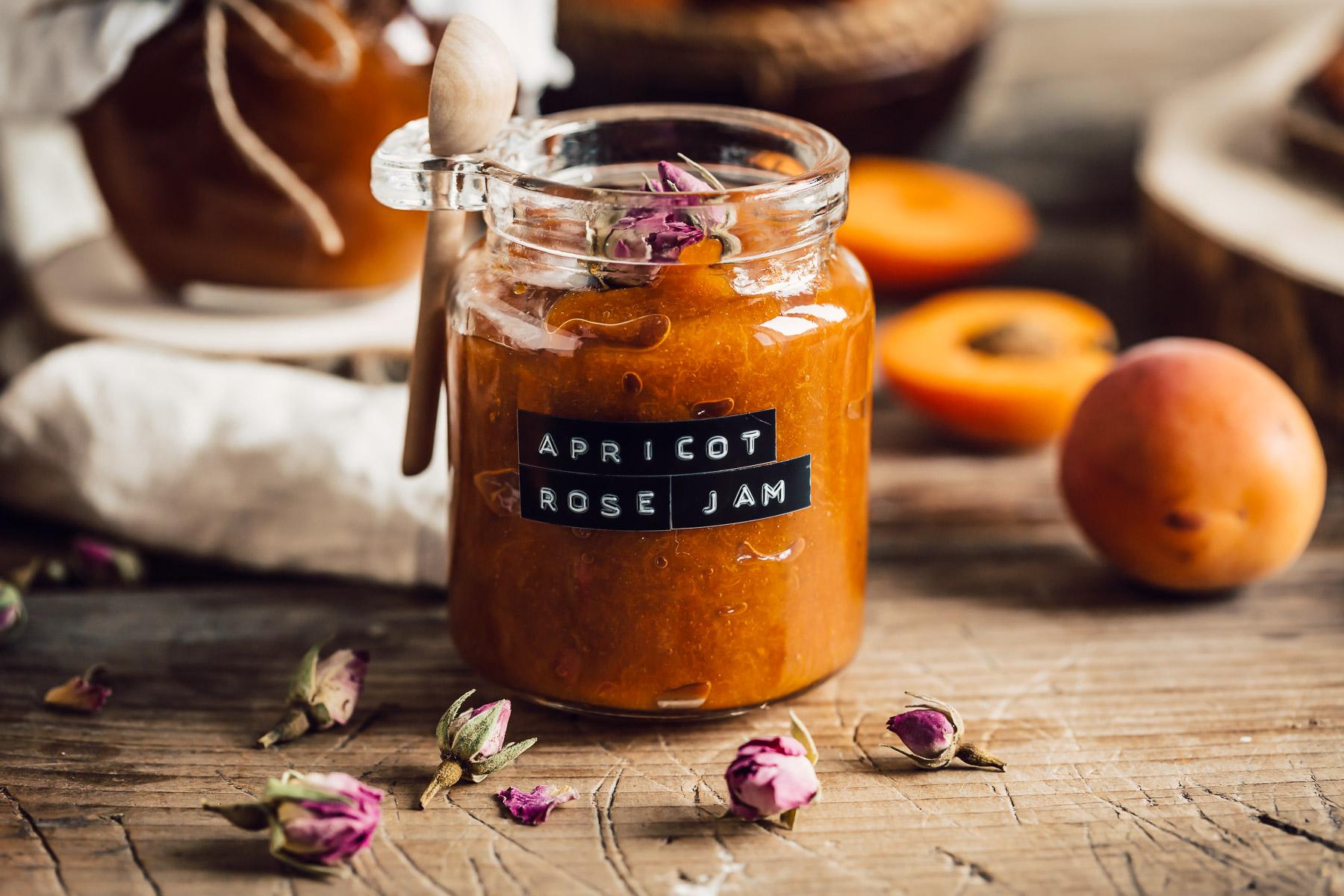 refined sugar free APRICOT JAM recipe with maple syrup and Damascena Rose #vegan ricetta marmellata CONFETTURA di ALBICOCCHE e sciroppo d acero alle rose di Damasco senza zucchero