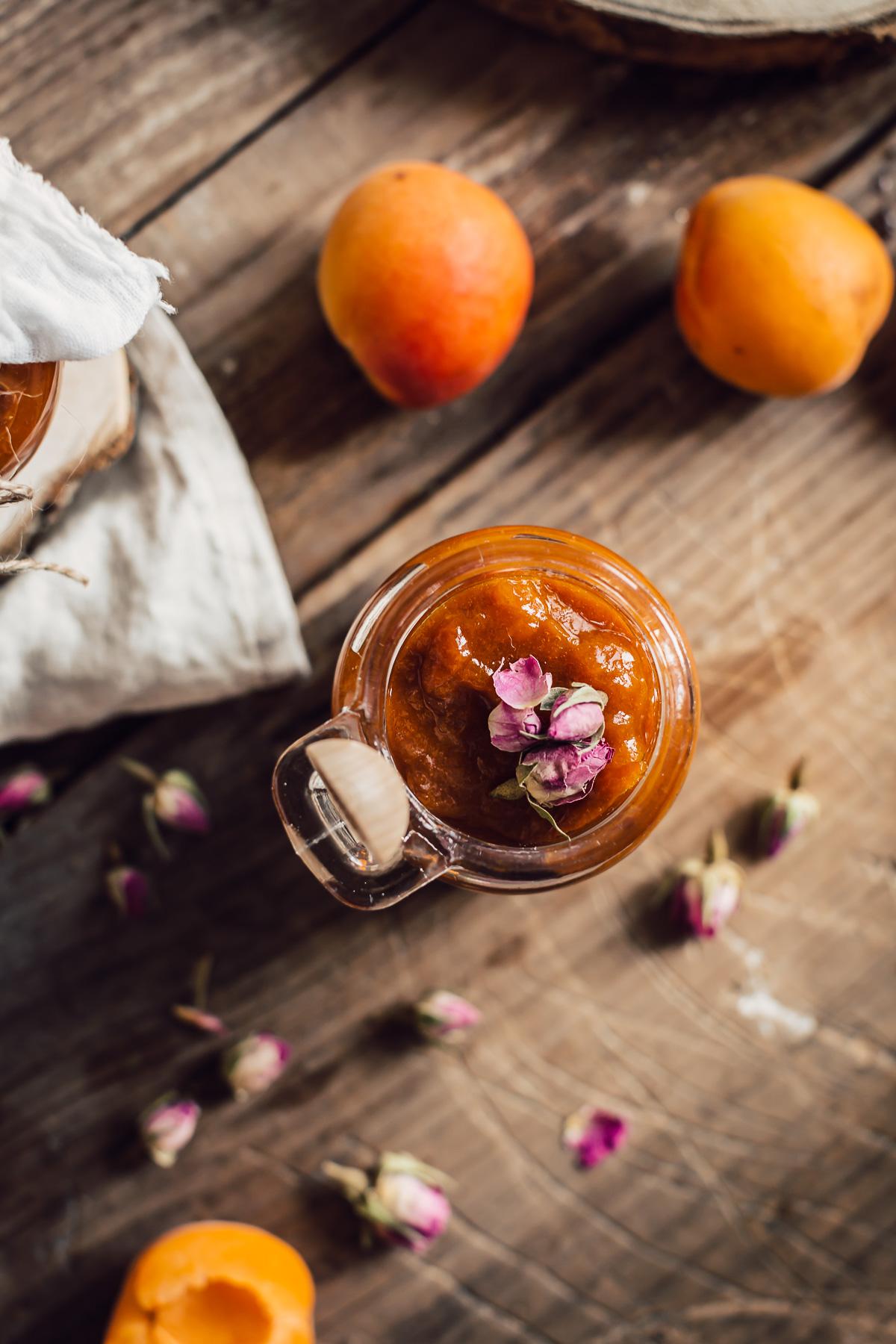 refined sugar free APRICOT JAM with maple syrup and Damascena Rose #vegan ricetta marmellata CONFETTURA di ALBICOCCHE e sciroppo d acero alle rose di Damasco senza zucchero raffinato