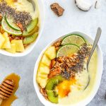 creamy COCONUT PINEAPPLE SMOOTHIE BOWL recipe PINA COLADA smoothie vegan paleo ricetta SMOOTHIE BOWL COCCO e ANANAS vegan rinfrescante | www.beautyfoodblog.com