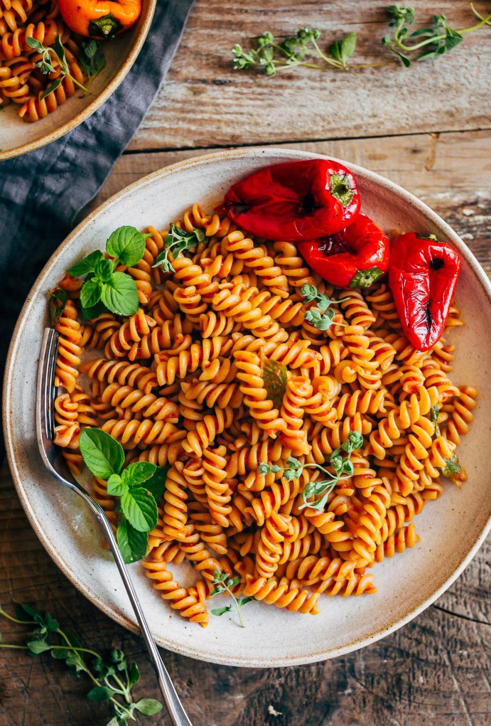 cremosa pasta conSALSA ai PEPERONI arrostiti creamy vegan roasted red pepper pasta