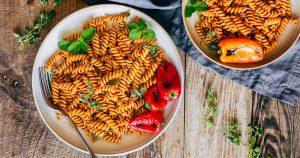 ricetta cremosa pasta conSALSA ai PEPERONI arrostiti creamy vegan ROASTED RED PEPPER PASTA SAUCE recipe fb