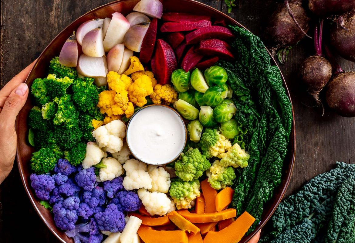 Vegan FALL HARVEST BUDDHA BOWL with steamed vegetables and EGG-FREE AIOLI Buddha bowl autunnale insalata di verdure al vapore e aioli senza uova