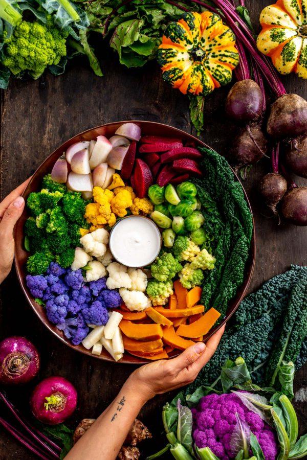 Vegan FALL HARVEST BUDDHA BOWL with steamed vegetables and EGG-FREE AIOLI Buddha bowl autunnale insalata di verdure al vapore e aioli senza uova