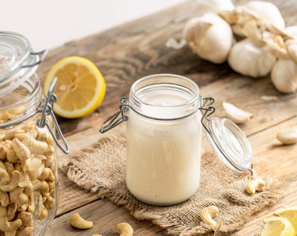 creamy VEGAN CASHEW AIOLI recipe egg-free ricetta cremosa salsa aioli di anacardi senza uova vegan paleo