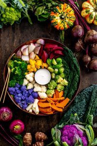 grain-free FALL HARVEST BUDDHA BOWL with steamed vegetables and EGG-FREE AIOLI Buddha bowl autunnale insalata di verdure al vapore e aioli senza uova