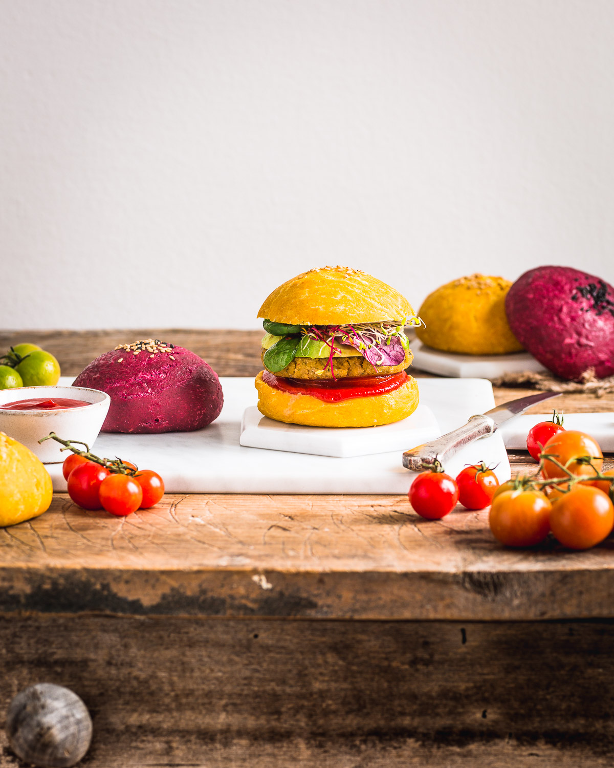 Healthy BEETS and CARROT VEGAN BURGER BUNS recipe for parties PANINI VEGANI per BURGER al FARRO fatti in casa sani con barbabietola e carota per feste