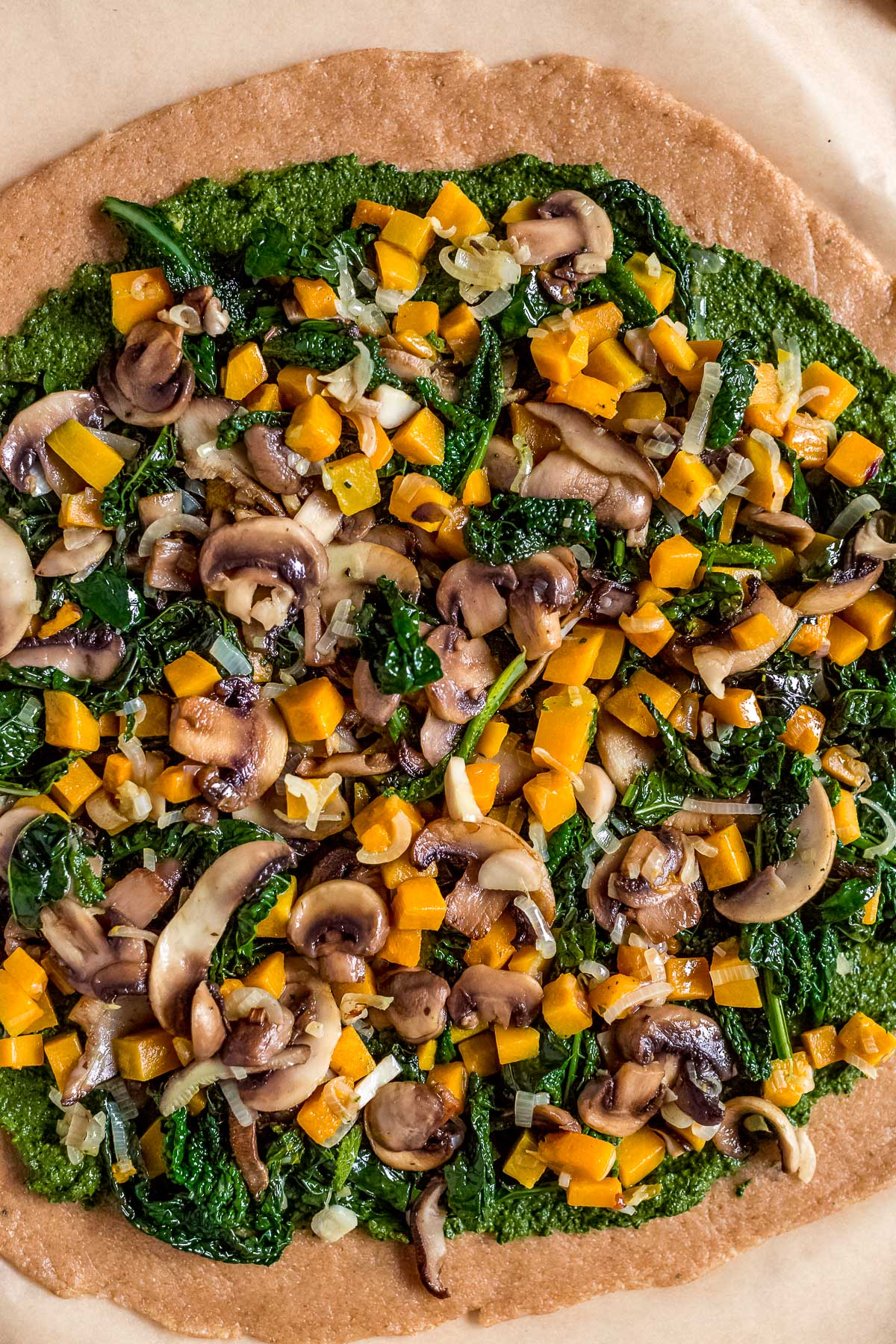 Torta salata zucca e funghi vegan con verdure e pesto di cavolo nero VEGAN Mushroom Pumpkin GALETTE with kale pesto and veggies