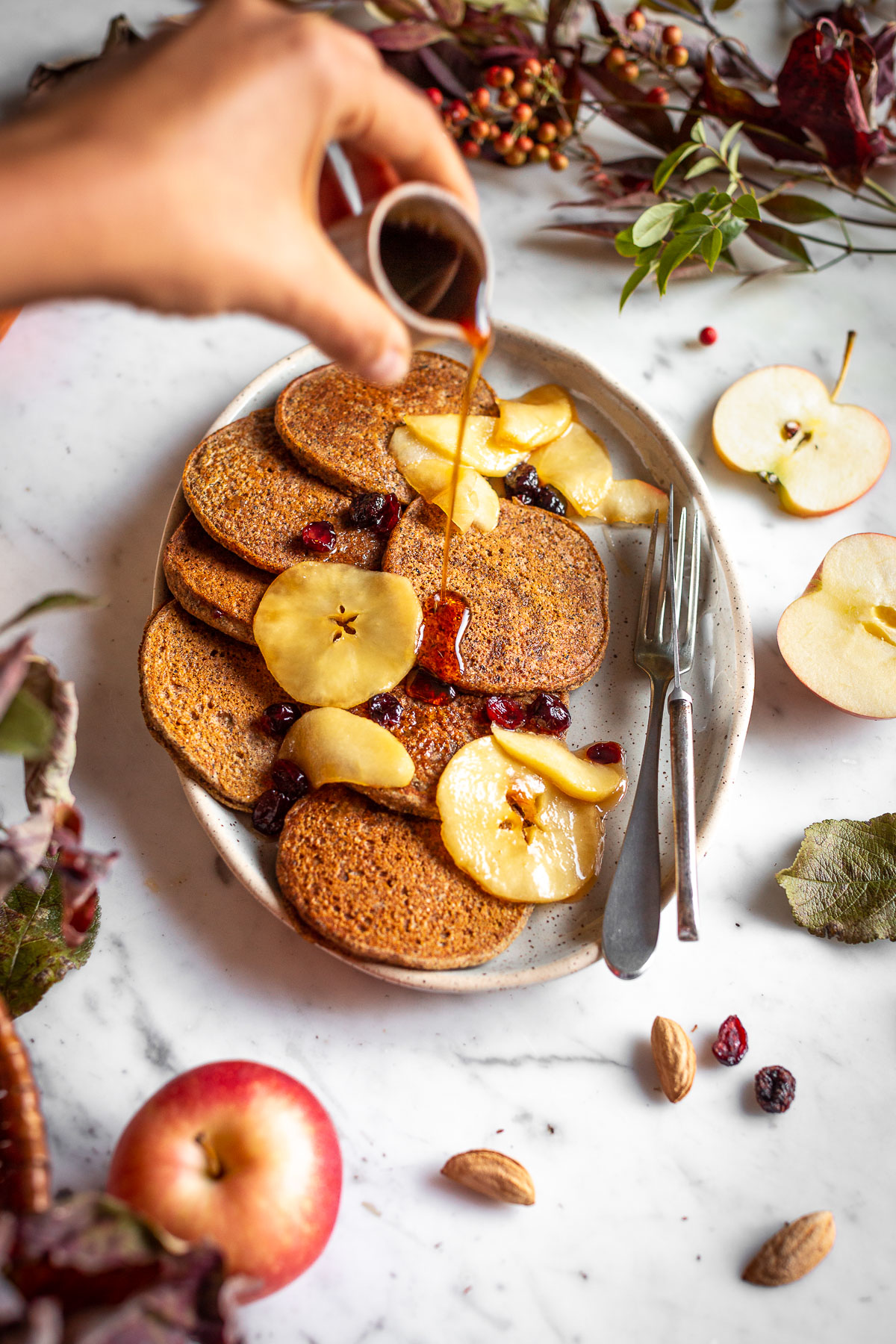 VEGAN APPLE BUCKWHEAT PANCAKES gluten-free recipe with caramelized apples and cranberries ricetta PANCAKES VEGAN di GRANO SARACENO e MELE SENZA GLUTINE con mele caramellate