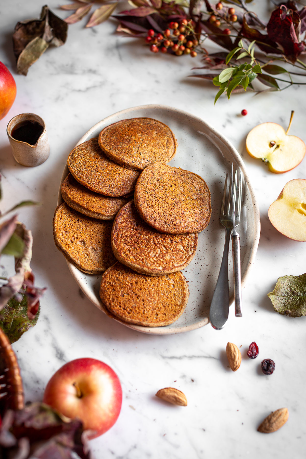 healthy VEGAN APPLE BUCKWHEAT PANCAKES gluten-free recipe with caramelized apples and cranberries ricetta PANCAKES VEGAN di GRANO SARACENO e MELE SENZA GLUTINE con mele caramellate
