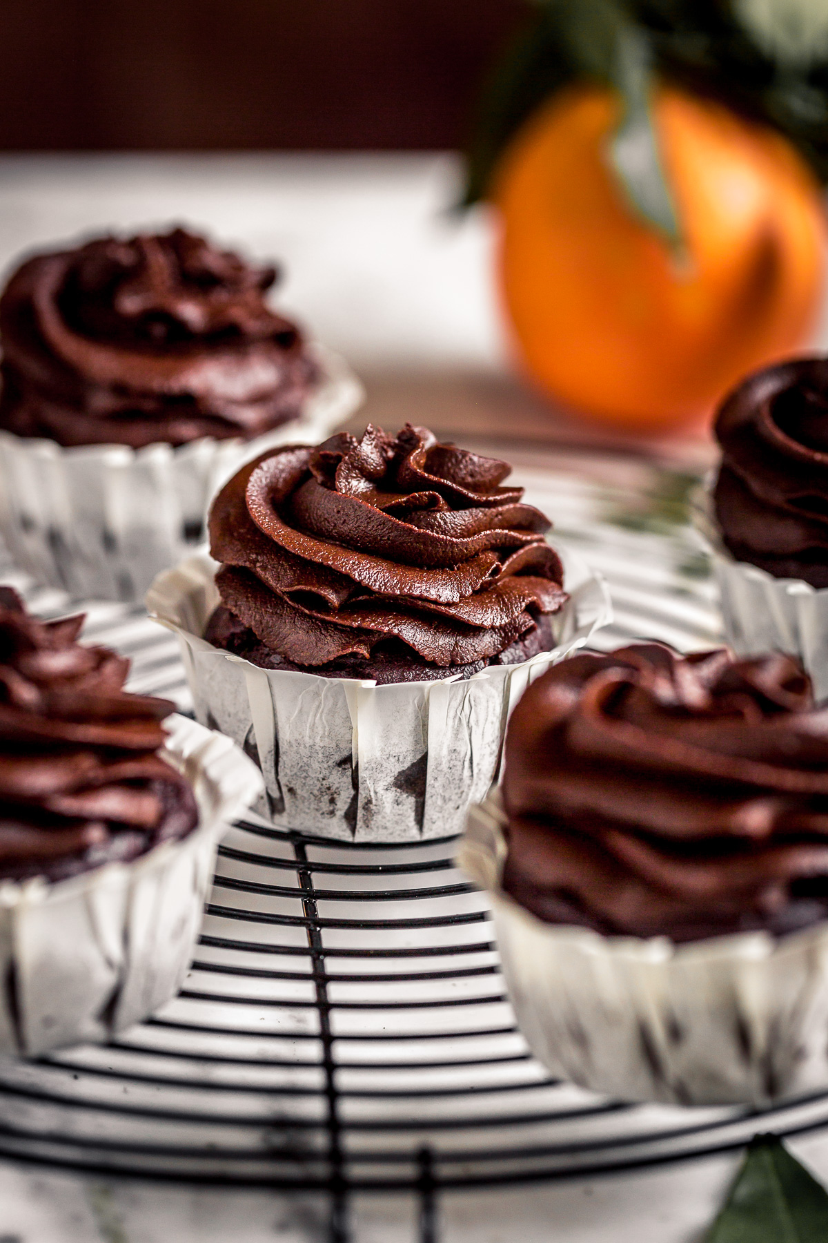 HEALTHY #vegan chocolate pumpkin cupcakes with orange and date chocolate frosting CUPCAKES VEGAN al CIOCCOLATO ARANCIA e ZUCCA con mousse al cioccolato datteri e zucca senza zucchero