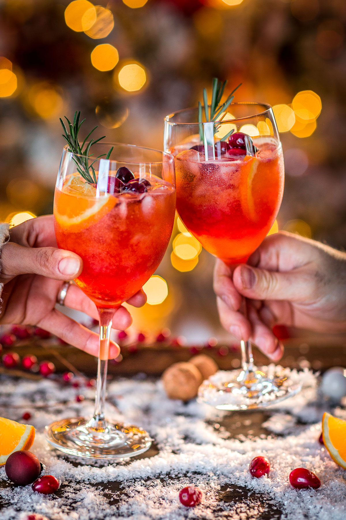 WINTER HOLIDAY CHRISTMAS SPRITZER recipe with cranberry orange juice Ricetta SPRITZ di NATALE con succo di arance e cranberry mirtilli rossi APERITIVO Merry #CHRISTMAS food photography