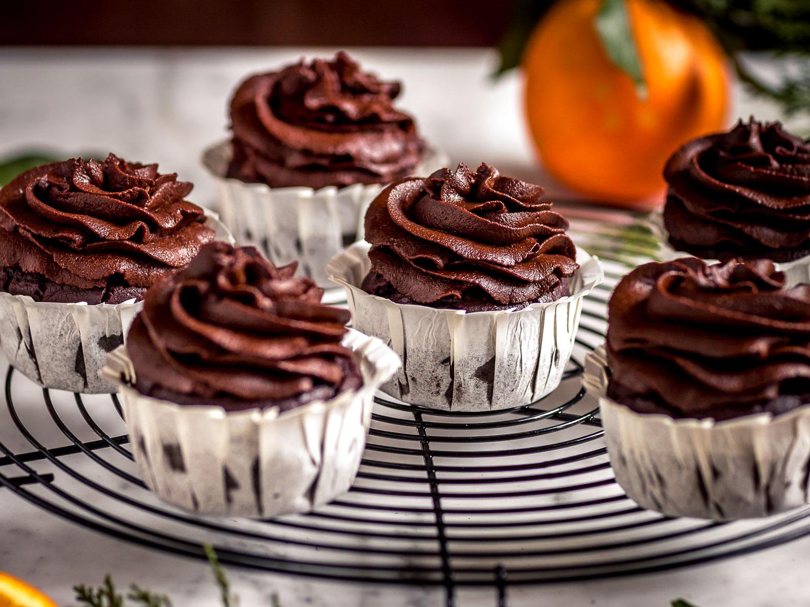 ricetta CUPCAKES VEGAN al CIOCCOLATO ARANCIA e ZUCCA HEALTHY vegan chocolate pumpkin cupcakes with date chocolate frosting senza zucchero