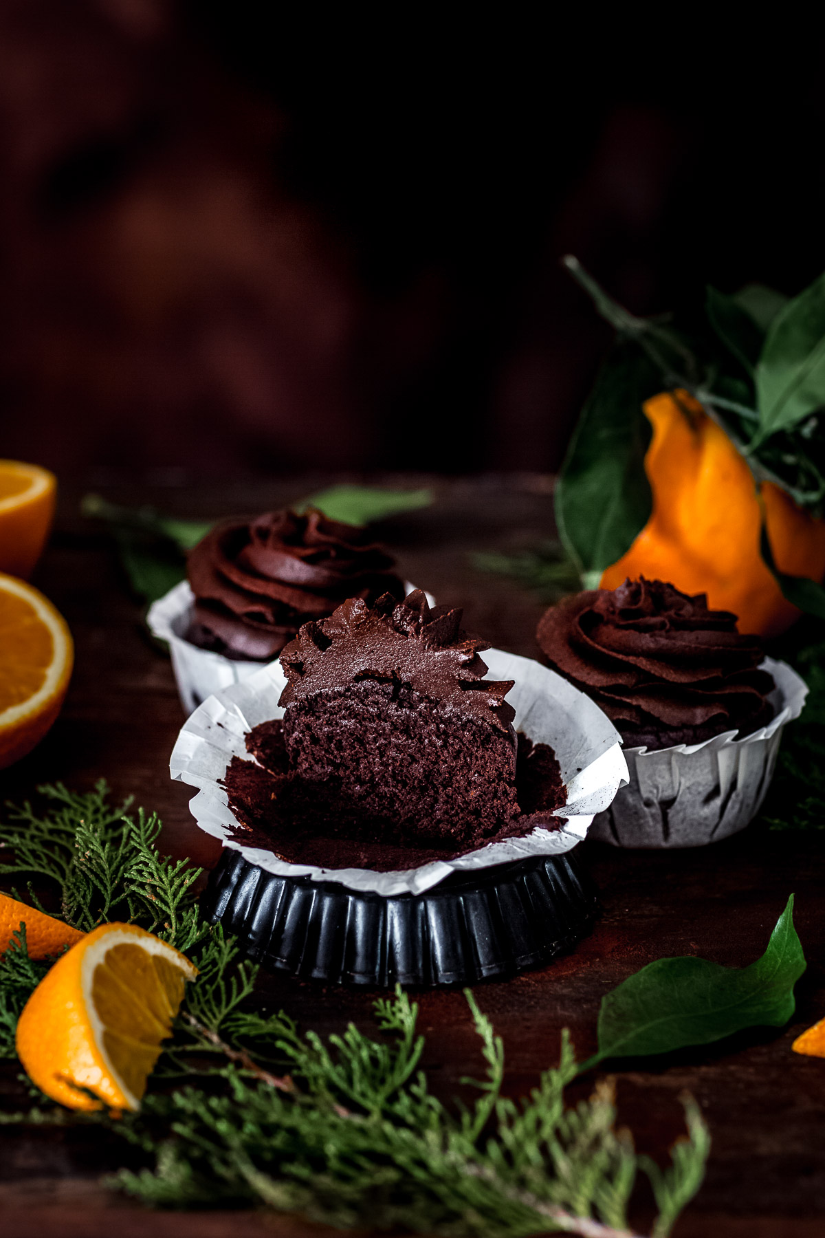 ricetta CUPCAKES VEGAN al CIOCCOLATO ARANCIA e ZUCCA con mousse al cioccolato datteri e zucca CHOCOLATE PUMPKIN CUPCAKES with orange and DATE CHOCOLATE frosting