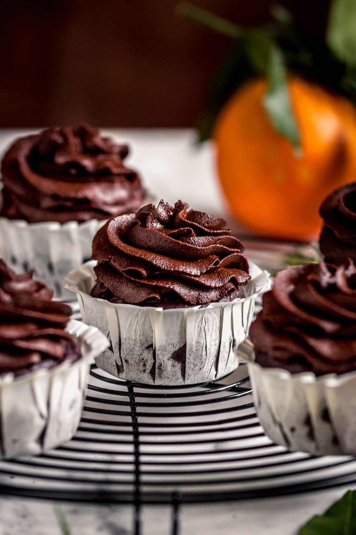 ricetta CUPCAKES VEGAN al CIOCCOLATO ARANCIA e ZUCCA con mousse al cioccolato datteri e zucca senza zucchero healthy vegan CHOCOLATE PUMPKIN CUPCAKES with orange and DATE #CHOCOLATE Frosting