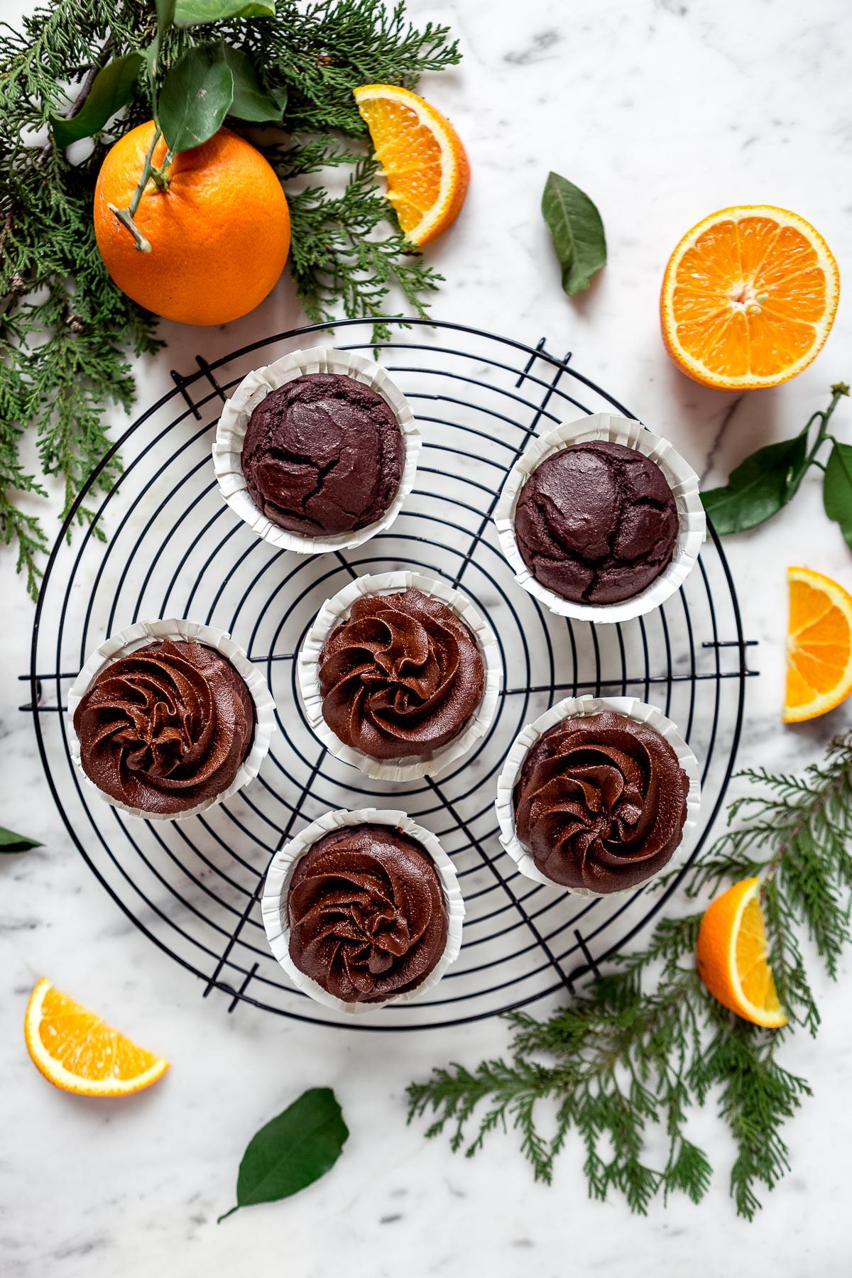 ricetta CUPCAKES VEGAN al CIOCCOLATO ARANCIA e ZUCCA con mousse al cioccolato datteri e zucca vegan CHOCOLATE PUMPKIN CUPCAKES with pumpkin DATE CHOCOLATE frosting