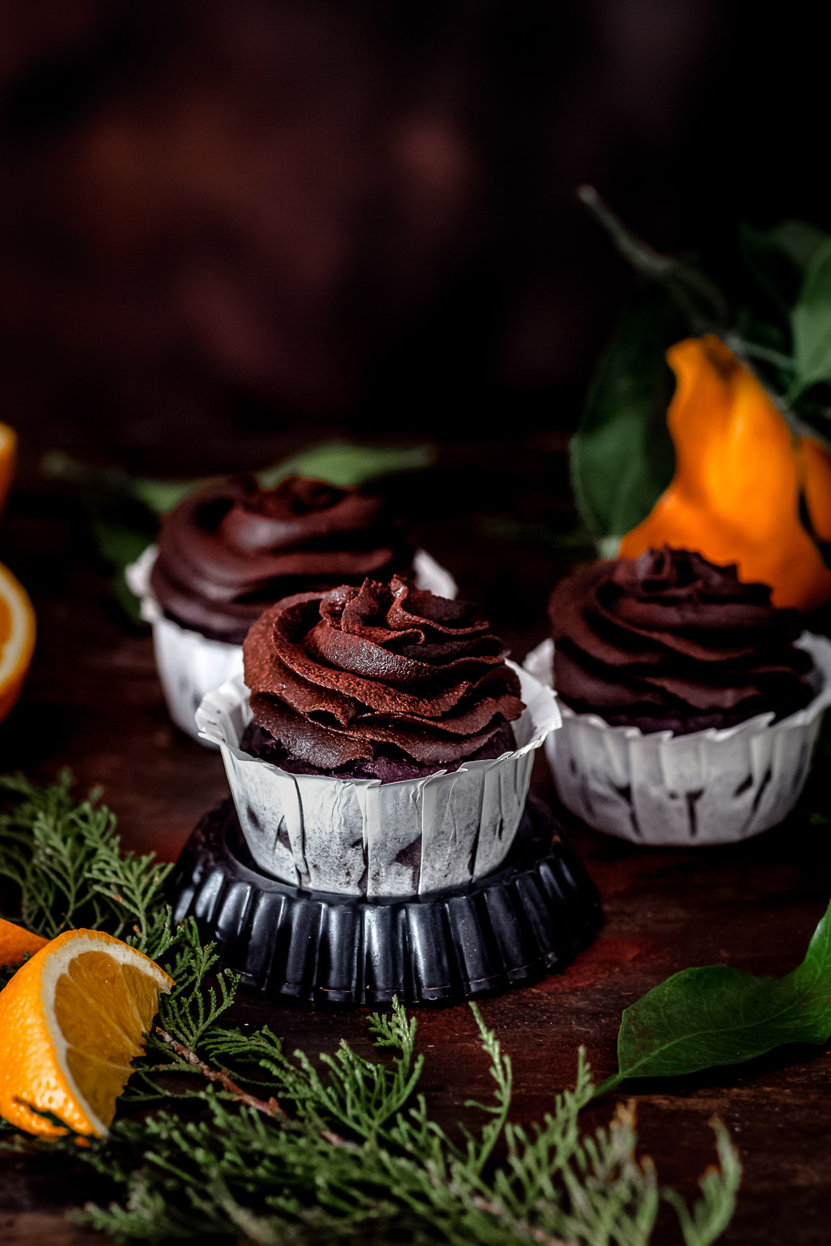 vegan CHOCOLATE PUMPKIN CUPCAKES with orange juice and PUMPKIN DATE CHOCOLATE frosting ricetta CUPCAKES VEGAN al CIOCCOLATO ARANCIA e ZUCCA con mousse al cioccolato datteri