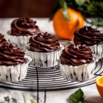 vegan chocolate pumpkin cupcakes with orange and date chocolate frosting CUPCAKES VEGAN al CIOCCOLATO ARANCIA e ZUCCA con mousse al cioccolato datteri e zucca senza zucchero