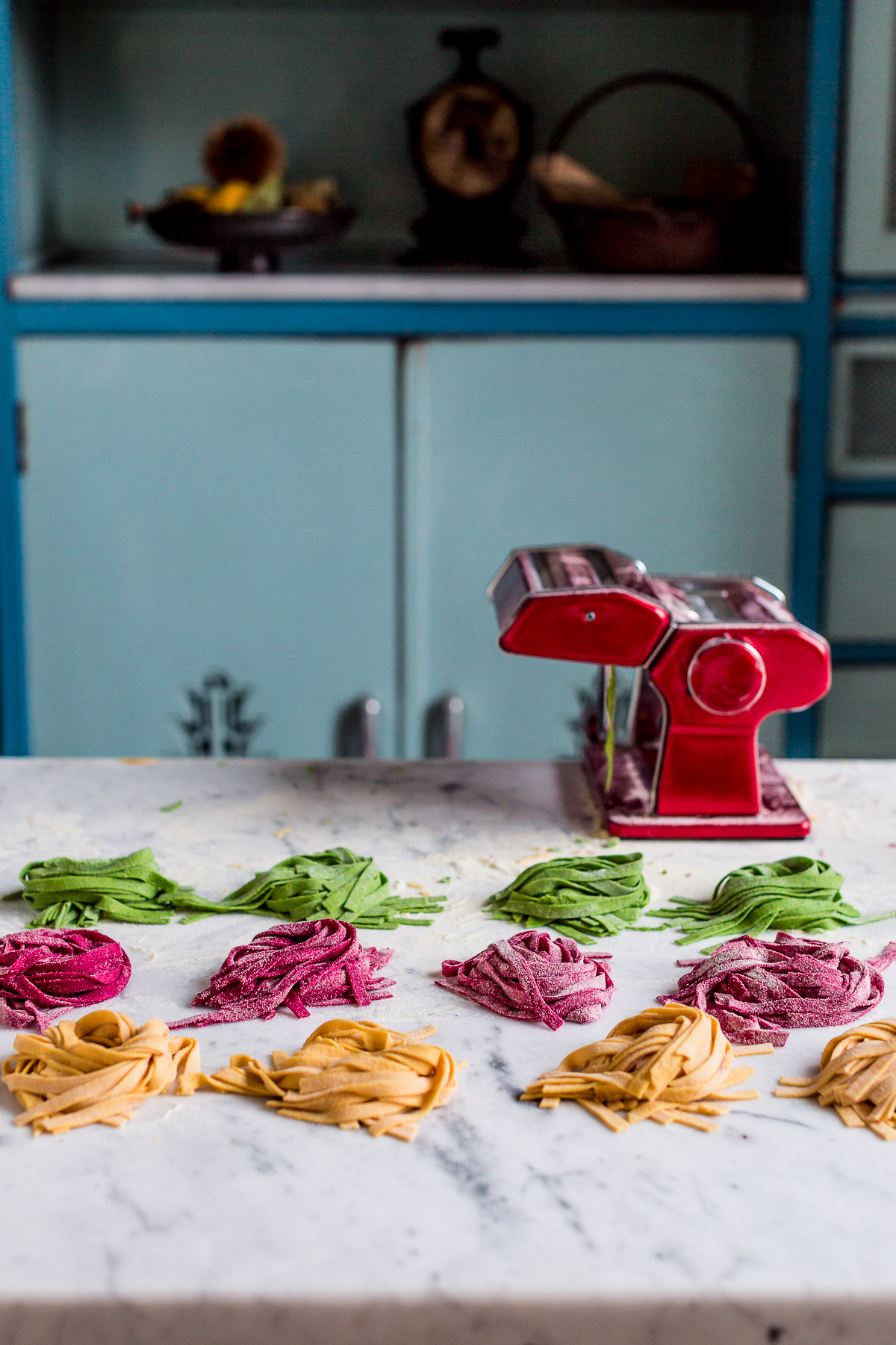 VEGAN COLORED FRESH PASTA RECIPE Beet pasta Spinach pasta Pumpkin pasta | ricetta PASTA FRESCA VEGAN COLORATA senza uova pasta alla barbabietola pasta alla zucca pasta agli spinaci #tagliatelle #vegan #pasta #coloredpasta #beetpasta | www.beautyfoodblog.com
