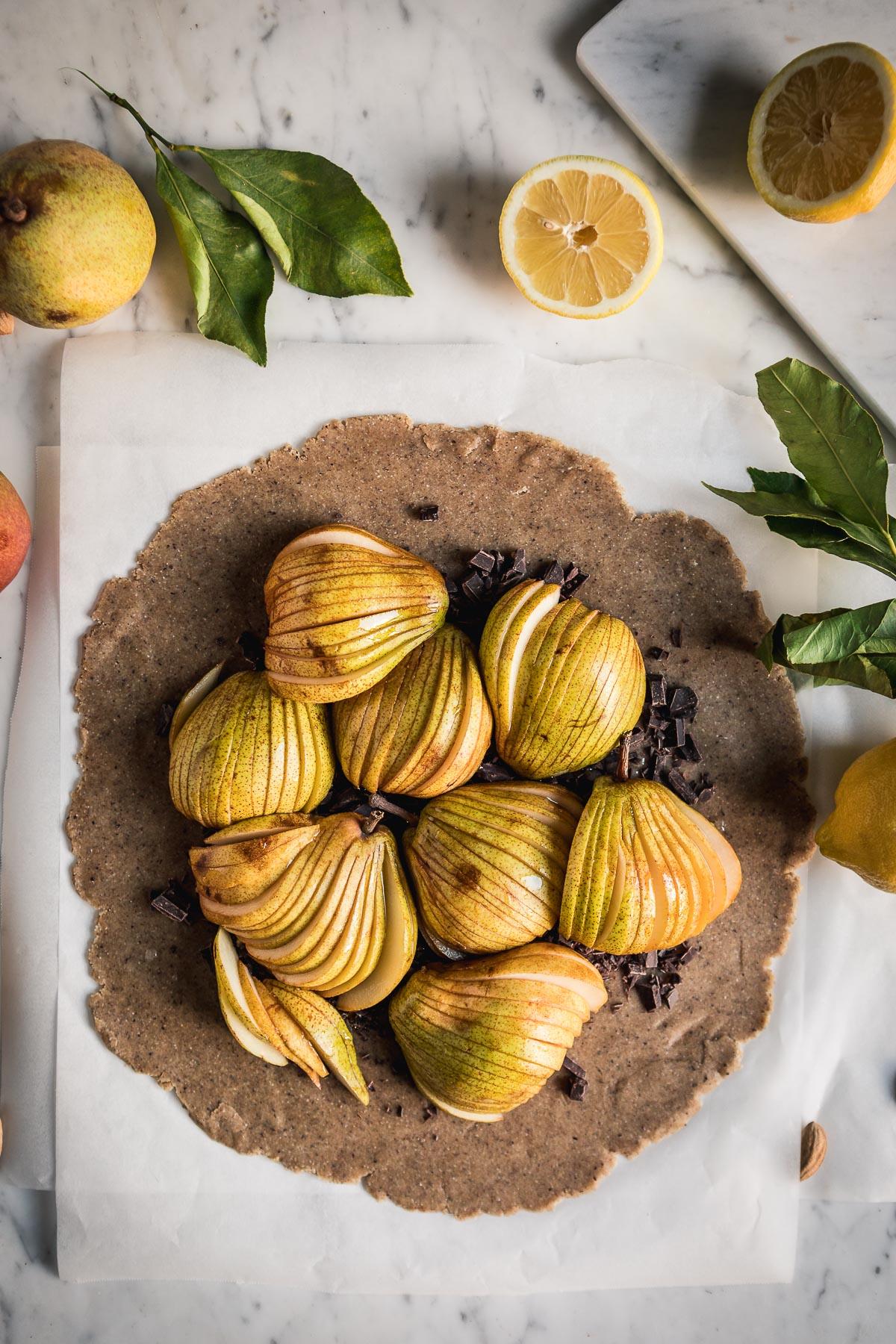 Buckwheat Almond Vegan Chocolate Pear Galette #glutenfree tart recipe pasta frolla senza glutine vegan Galette al cioccolato e pere vegan senza glutine con grano saraceno e mandorle #pear #chocolate