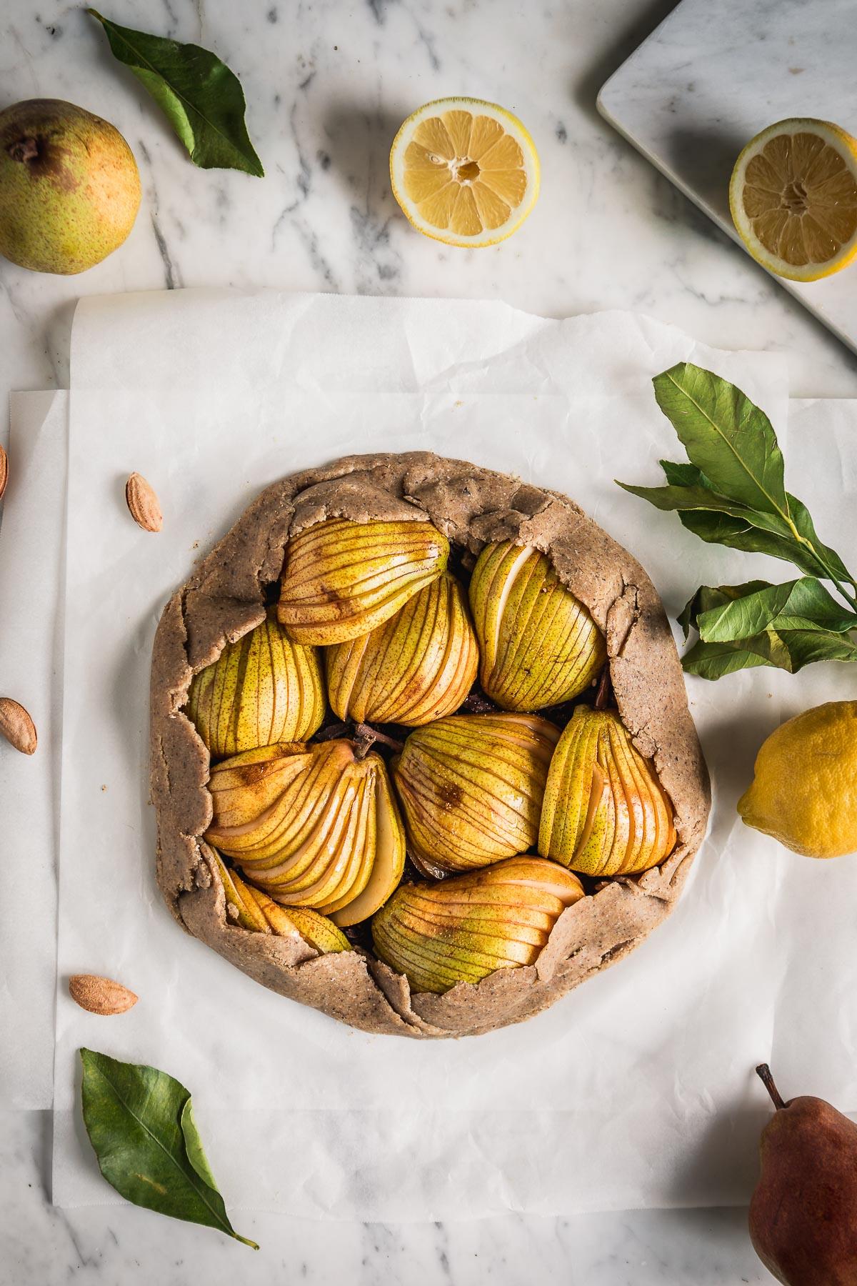Gluten-free Buckwheat Almond Vegan Chocolate Pear Galette recipe Galette al cioccolato e pere vegan senza glutine con grano saraceno e mandorle #pear #chocolate