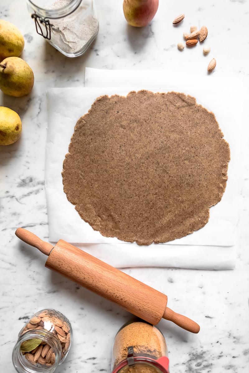 Gluten-free Buckwheat Almond Vegan Chocolate Pear Galette recipe Galette al cioccolato e pere vegan senza glutine crostata pasta frolla grano saraceno e mandorle #vegan #glutenfree