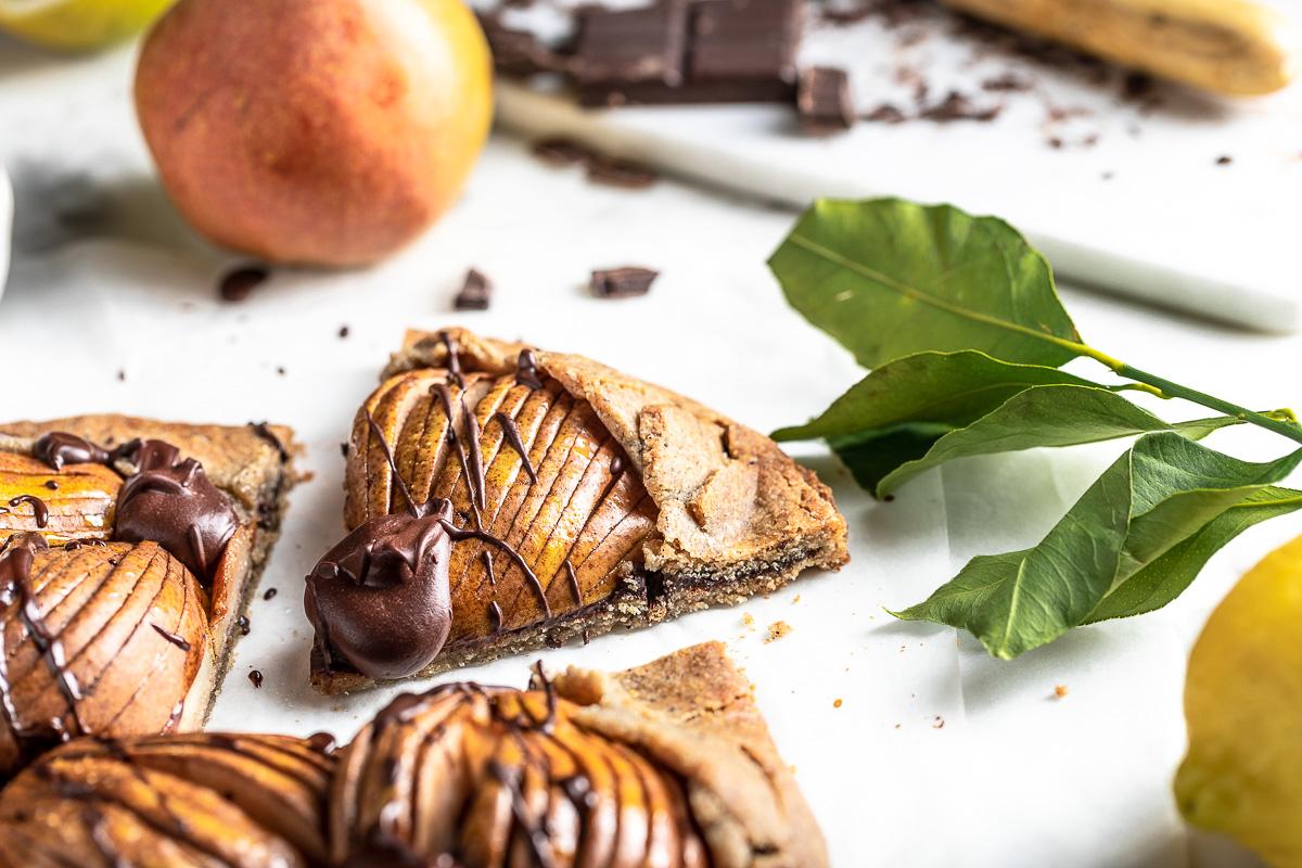 #Glutenfree Buckwheat Almond #Vegan Chocolate Pear Galette recipe ricetta Galette al cioccolato e pere vegan senza glutine crostata grano saraceno e mandorle #chococlate #pear