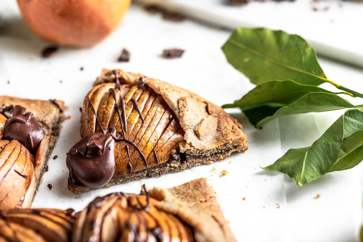 #Glutenfree Buckwheat Almond #Vegan Chocolate Pear Galette recipe ricetta Galette al #cioccolato e pere vegan senza glutine crostata grano saraceno e mandorle #chococlate #pear