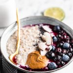 how to make the perfect blueberry STEEL CUT OATS recipe come fare il porridge di avena in chicchi perfetto #oatmeal #porridge
