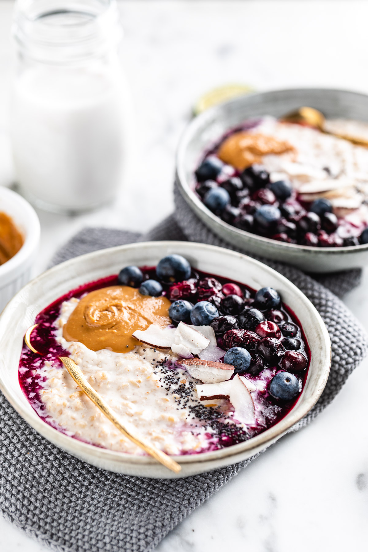 how to make the perfect creamy blueberry steel cut oats recipe #oatmeal #porridge come fare il porridge di avena in chicchi senza glutine vegan perfetto