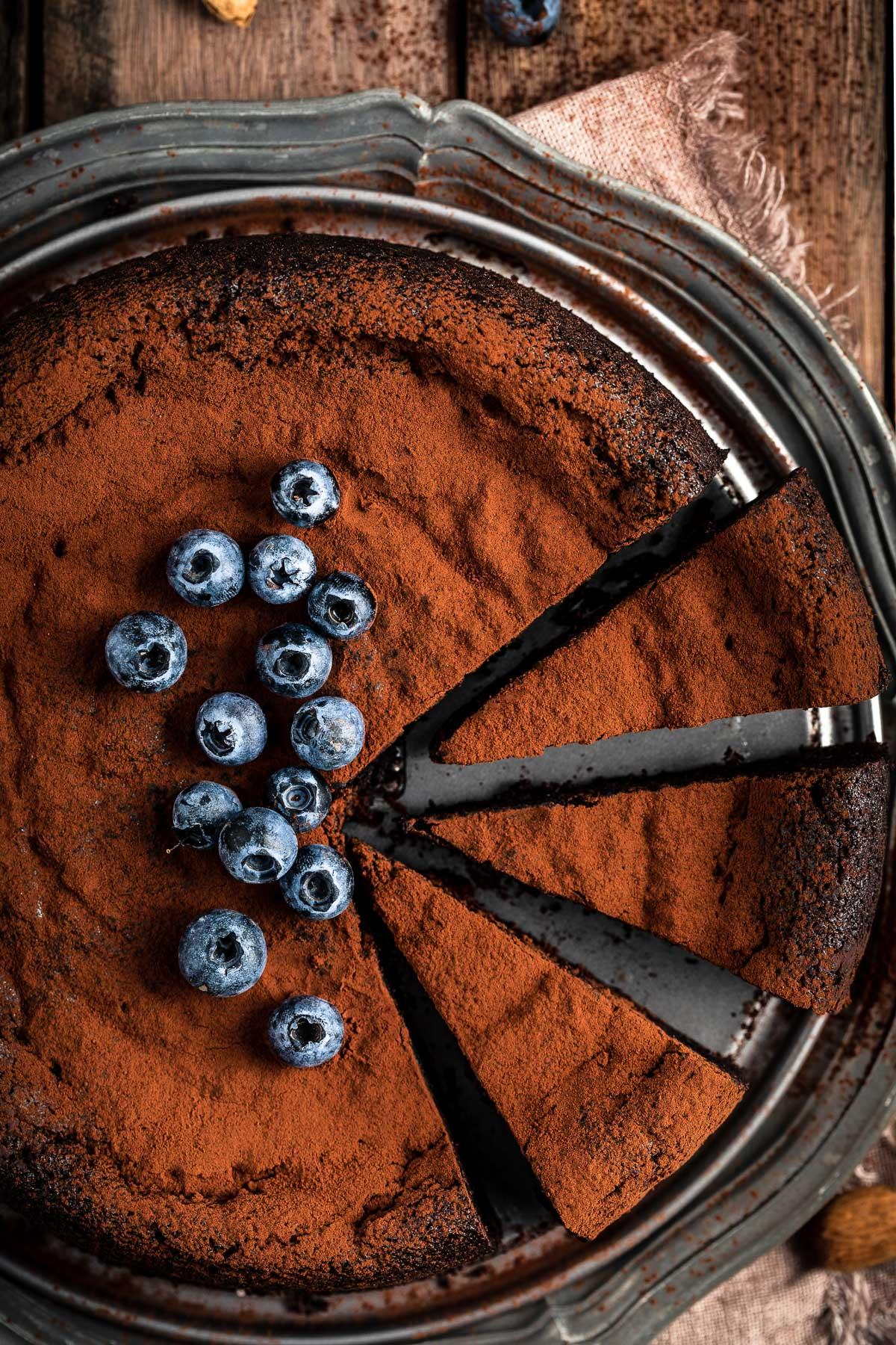 Torta al cioccolato e mandorle vegan senza glutine senza farina gluten free flourless vegan chocolate cake #paleo