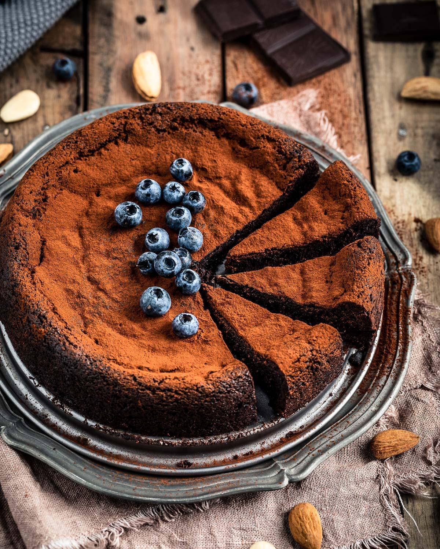 gluten-free paleo FLOURLESS VEGAN CHOCOLATE CAKE recipe ricetta TORTA al CIOCCOLATO e MANDORLE vegan senza glutine senza farina