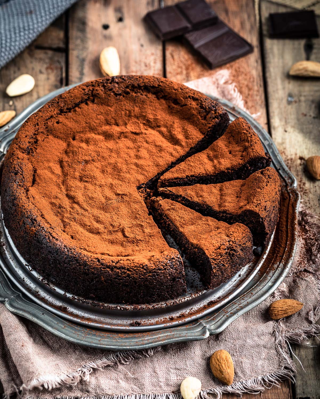 gluten-free paleo FLOURLESS VEGAN CHOCOLATE CAKE ricetta TORTA al CIOCCOLATO e MANDORLE vegan senza glutine senza farina #paleo #healthy