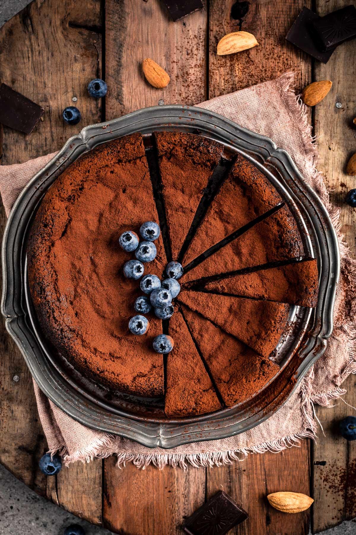 ricetta TORTA al CIOCCOLATO e MANDORLE vegan senza glutine senza farina gluten-free FLOURLESS VEGAN CHOCOLATE CAKE #paleo