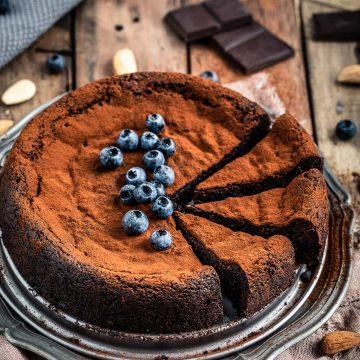ricetta TORTA al CIOCCOLATO e MANDORLE vegan senza glutine senza farina gluten-free paleo FLOURLESS VEGAN CHOCOLATE CAKE
