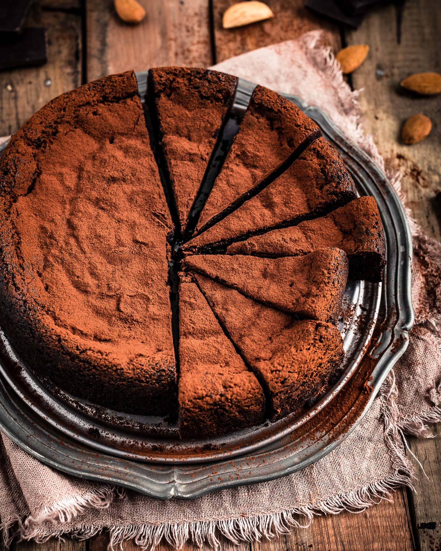 ricetta TORTA al CIOCCOLATO e MANDORLE vegan senza glutine senza farina gluten-free paleo FLOURLESS VEGAN CHOCOLATE CAKE #paleo beautyfoodblog.com