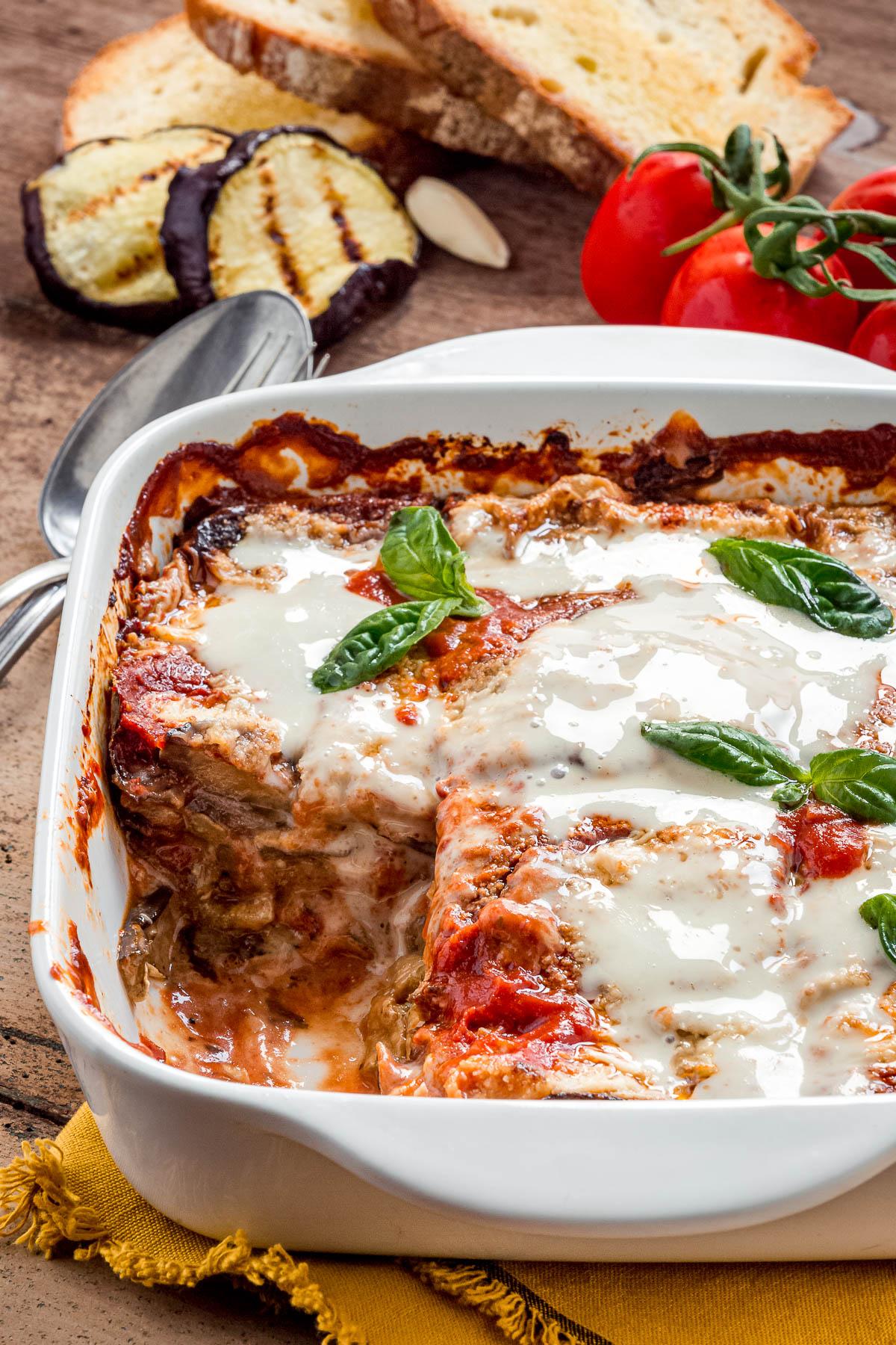 Italian Vegan EGGPLANT PARMESAN recipe with homemade vegan mozzarella MELANZANE alla PARMIGIANA VEGAN LIGHT al FORNO con mozzarella vegan fatta in casa e parmigiano veg