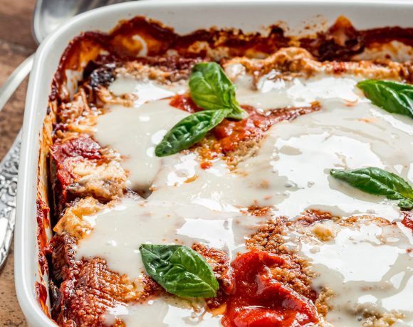 MELANZANE alla PARMIGIANA VEGAN LIGHT al FORNO con mozzarella vegan fatta in casa e parmigiano veg Italian Vegan EGGPLANT PARMESAN with homemade vegan mozzarella and vegan parmesan