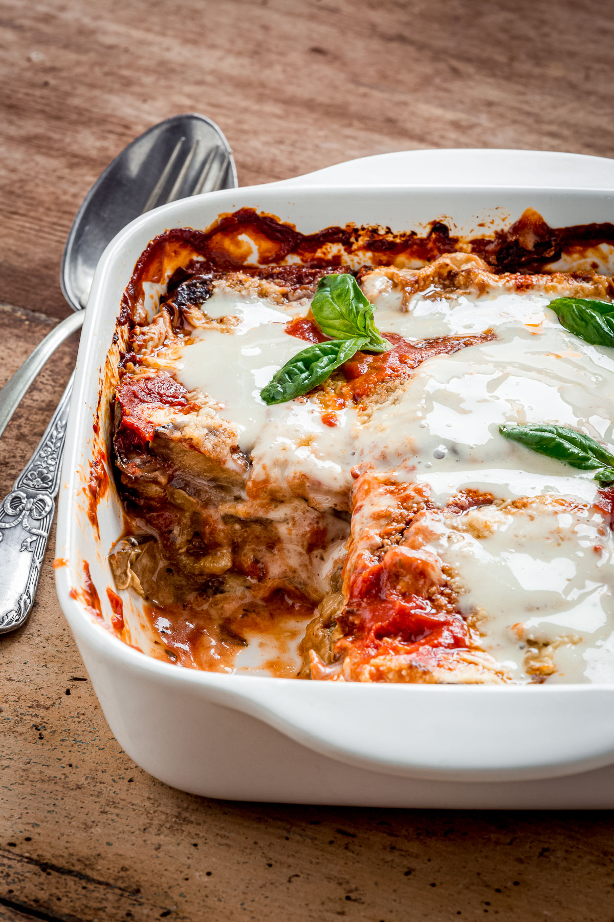 ricetta MELANZANE alla PARMIGIANA VEGAN LIGHT al FORNO con mozzarella vegan fatta in casa e parmigiano veg healthy Italian Vegan EGGPLANT PARMESAN recipe with homemade vegan mozzarella