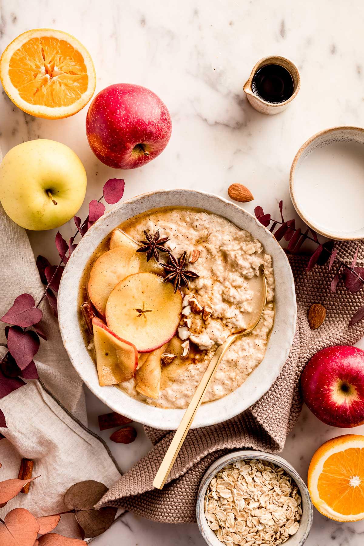 CREAMY apple pie oatmeal recipe gluten-free ricetta porridge alle mele e cannella cremoso porridge torta di mele light vegan senza glutine