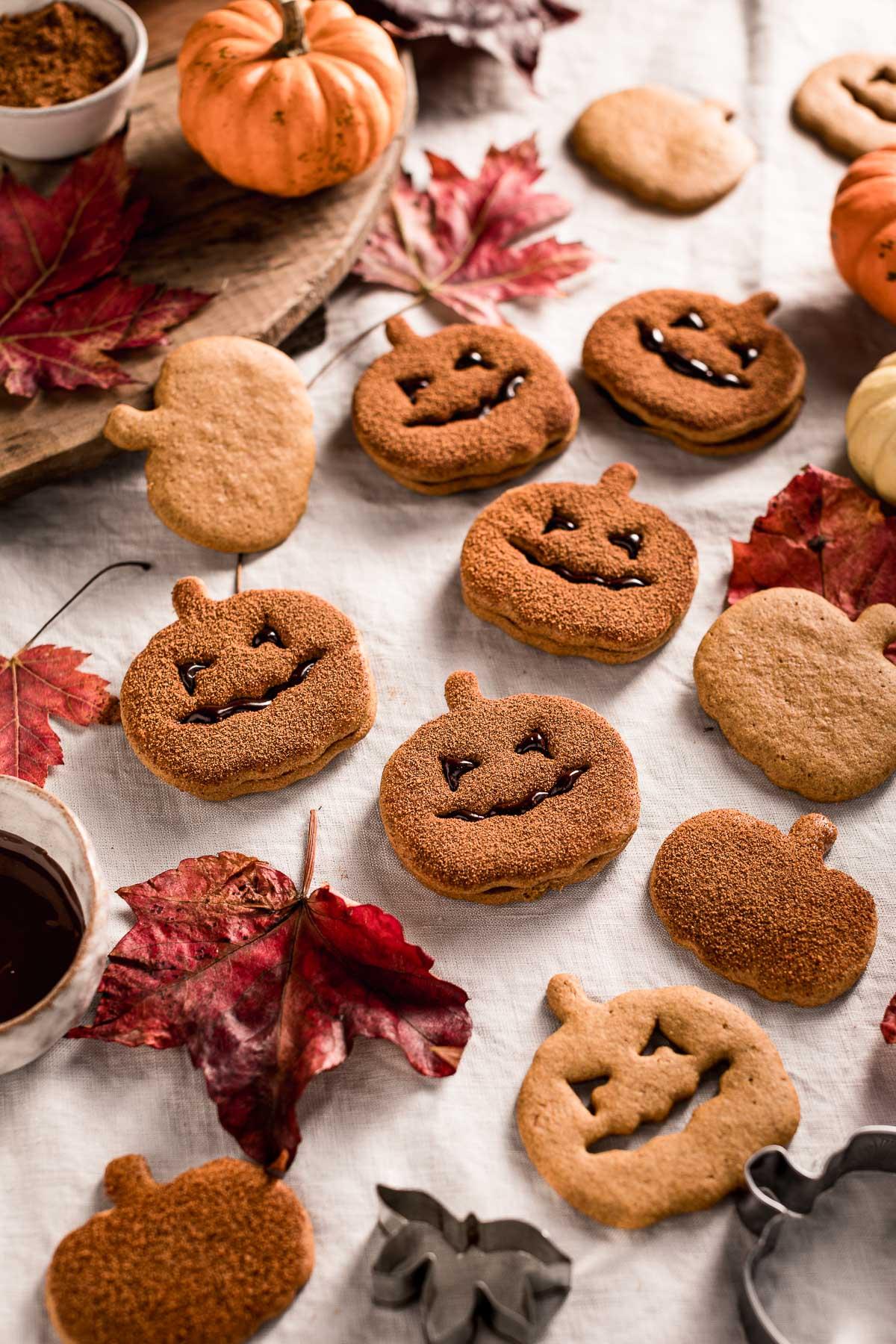come fare i biscotti alla zucca vegan integrali senza uova senza burro frollini vegan pumpkin cutout cookies recipe Halloween cookies