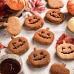 frollini vegan pumpkin cutout cookies recipe cinnamon sugar Halloween cookies Jack O Lantern biscotti alla zucca vegan integrali senza uova senza burro